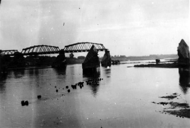 Взорванный-мост-через-р.Березина
