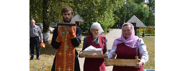 Санаторий и больницу посетил ковчежец с мощами святого великомученика и целителя Пантелеимона и священномученика Харлампия, епископа Магнезийского