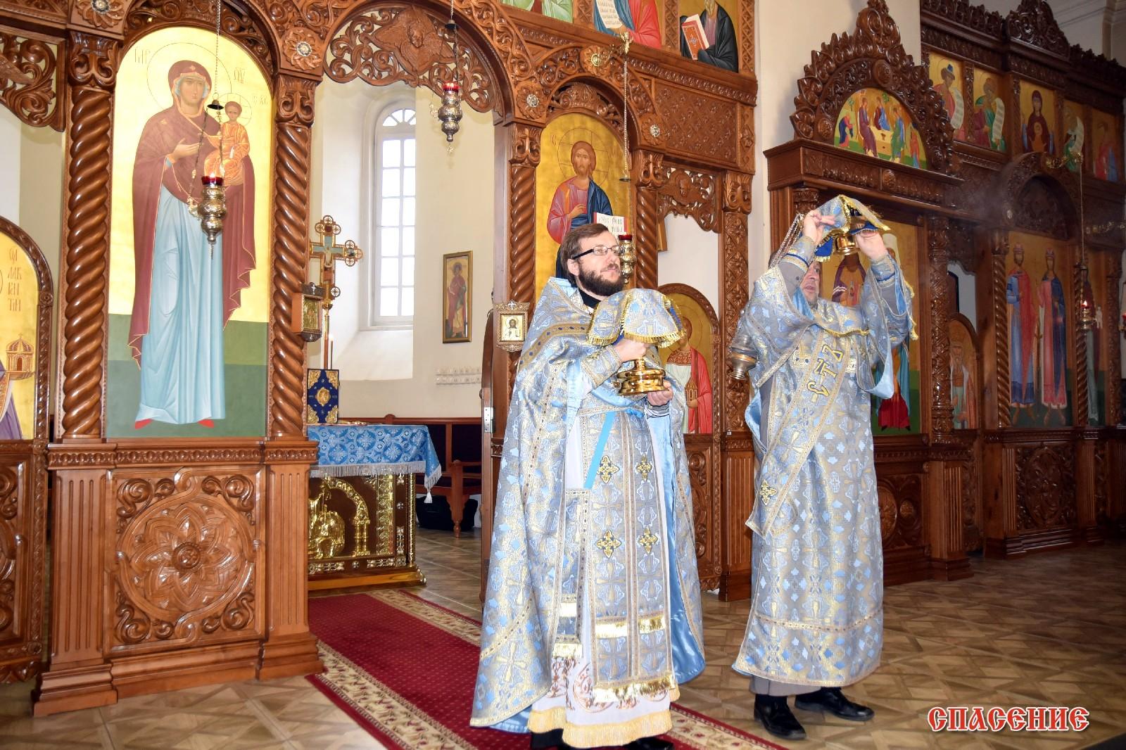 В день празднования Казанской иконы Божией Матери в Борисовском Воскресенском кафедральном соборе была совершена детская Божественная литургия