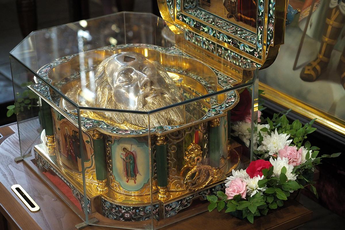 В собор прибывает ковчег с частицей мощей святого благоверного князя Александра Невского
