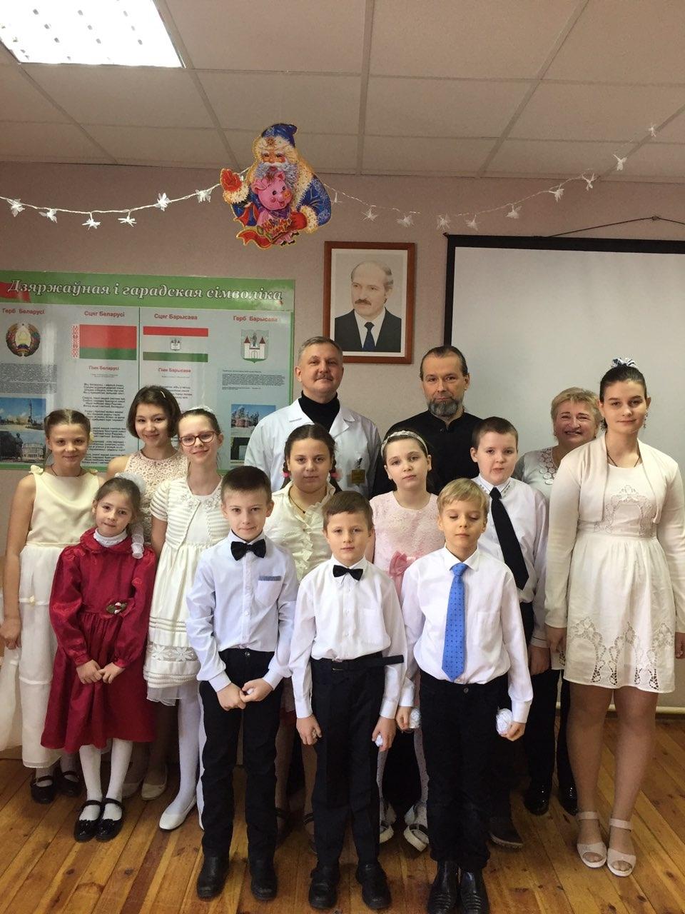 Воспитанники воскресной школы при кафедральном соборе Воскресения Христова г. Борисова посетили Борисовский родильный дом
