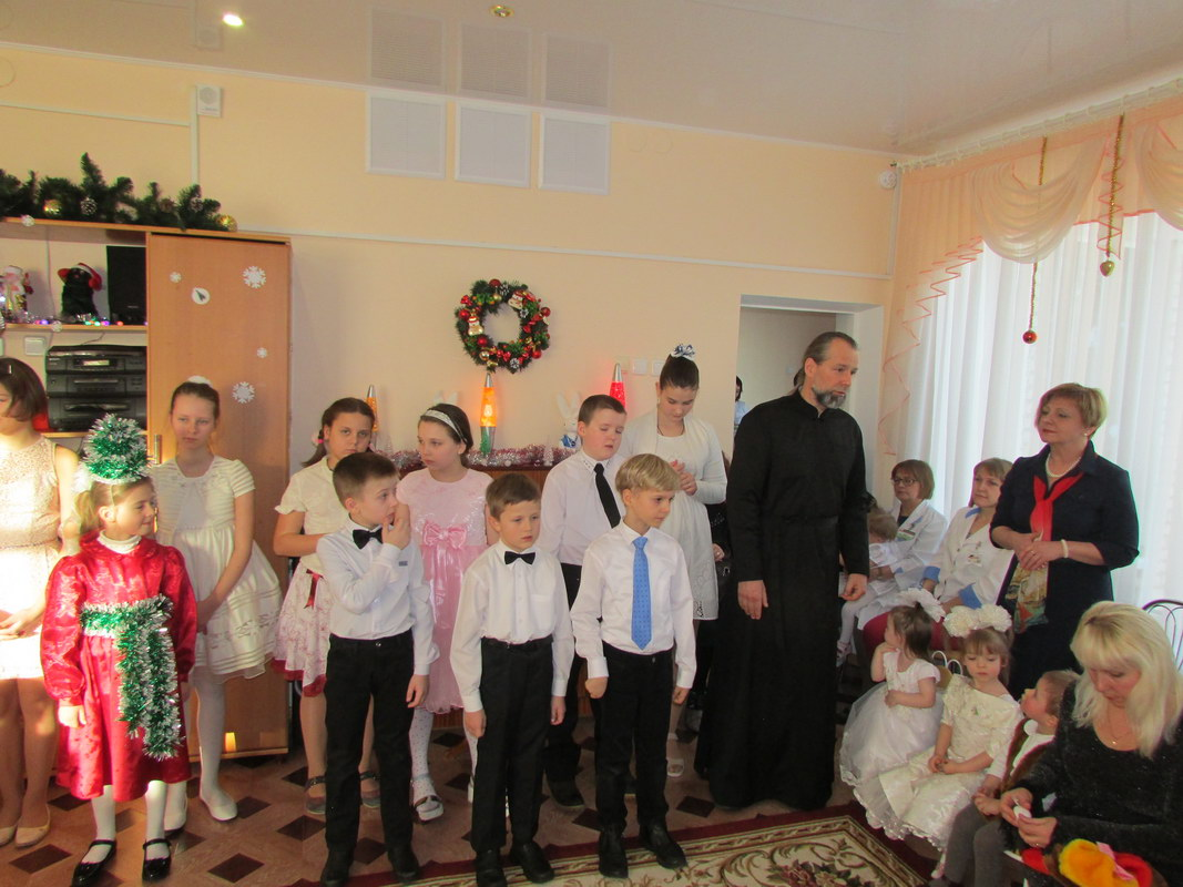 В Борисовском доме ребенка прошел праздничный Рождественский утренник