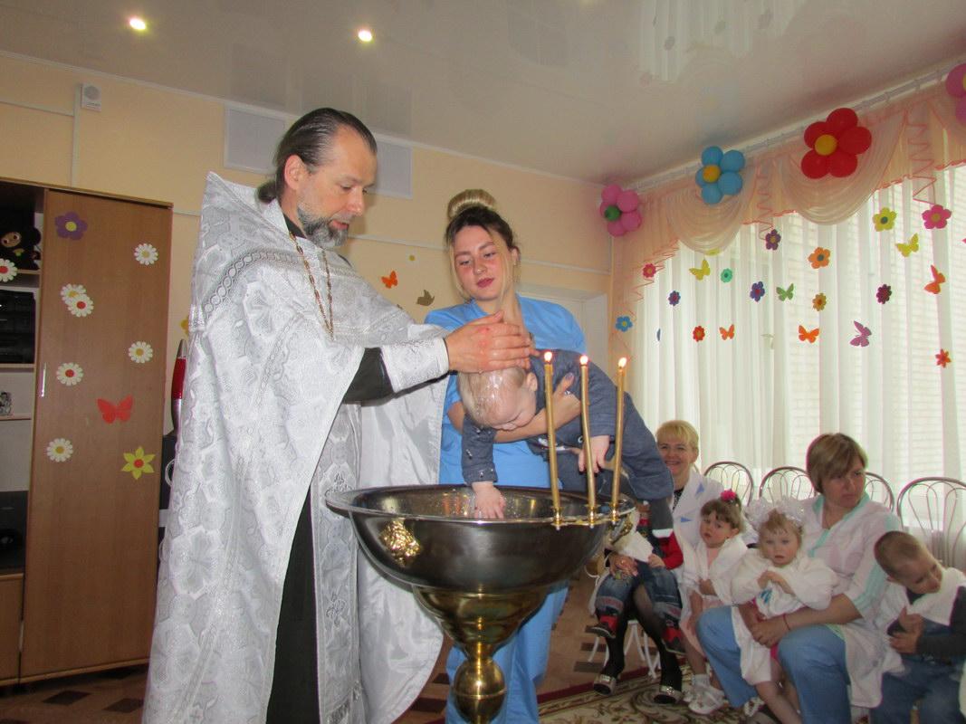 Малыши приняли Таинство Крещения